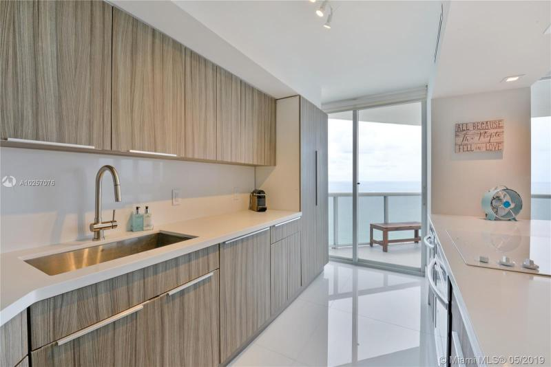 For Sale at  6301   Collins Ave #2702 Miami Beach  FL 33141 - La Gorce Palace - 2 bedroom 2 bath A10257076_8