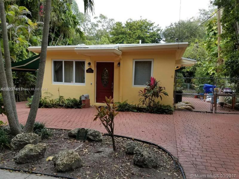 3069  Center St  Unit 18, Coconut Grove, FL 33133-8610