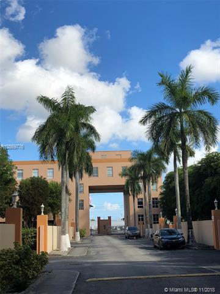 ROYAL PALMS CONDO Royal Palm