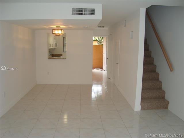 13951  Kendale Lakes Circle  Unit 301, Miami, FL 33183-