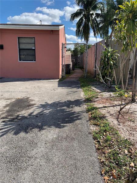 4130 SW 24th St  Unit 1, Fort Lauderdale, FL 33317-