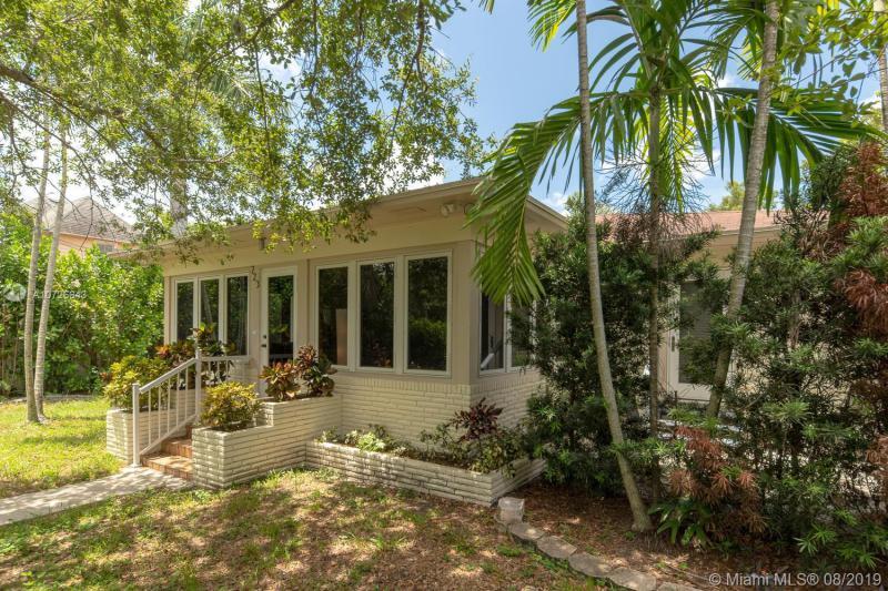 723 SW 4 PL,  Fort Lauderdale, FL