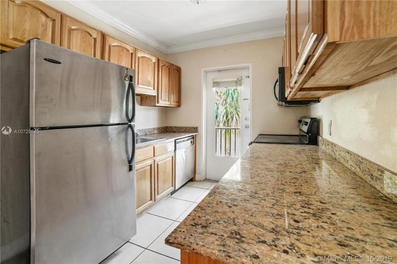 95 Edgewater Dr 203, Coral Gables, FL, 33133
