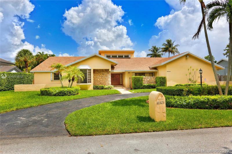10323 SW 142nd St,  Miami, FL