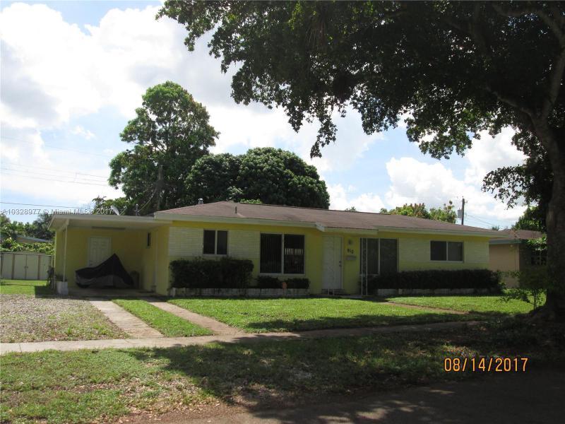9025  Vineyard Lake Dr , Plantation, FL 33324-6139
