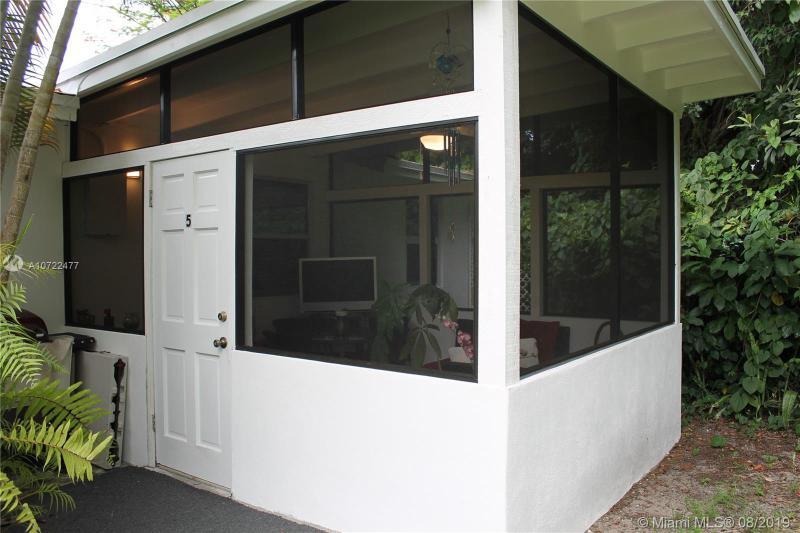 11659 Griffing Blvd 5, Biscayne Park, FL, 33161