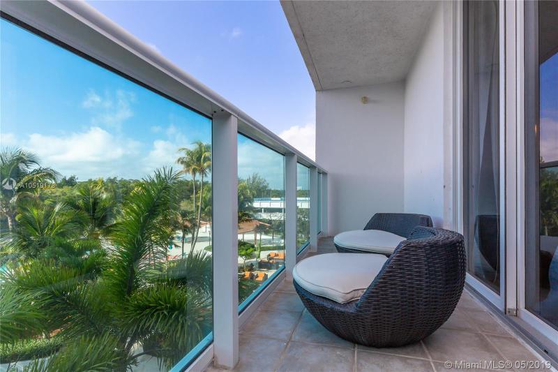 100 Bayview Dr 322, Sunny Isles Beach, FL, 33160