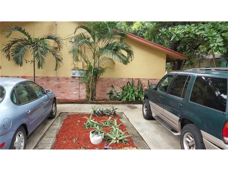 1703 12th St, Fort Lauderdale FL 33304-2421