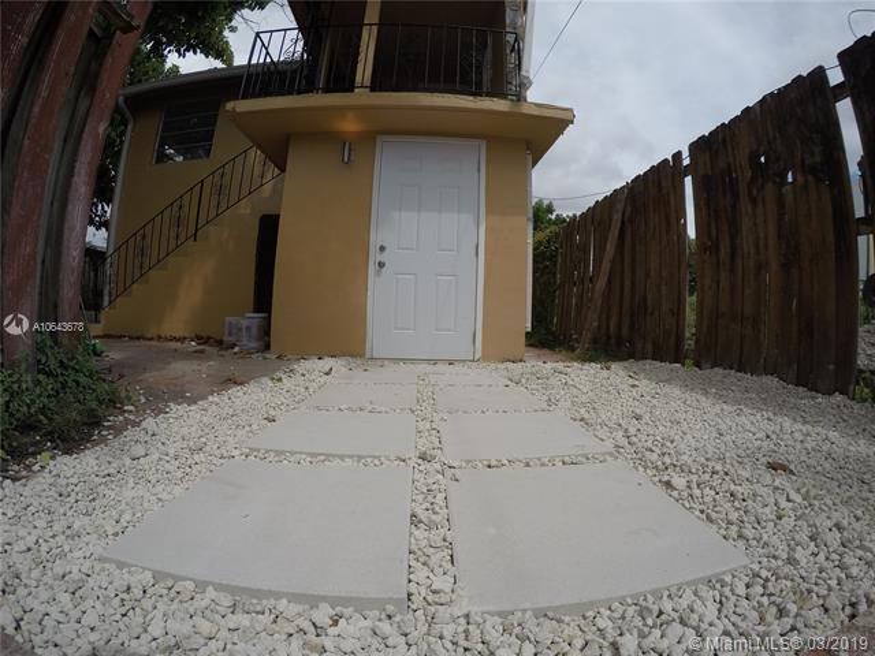 7411 Carlyle Ave, Miami Beach FL 33141-6131
