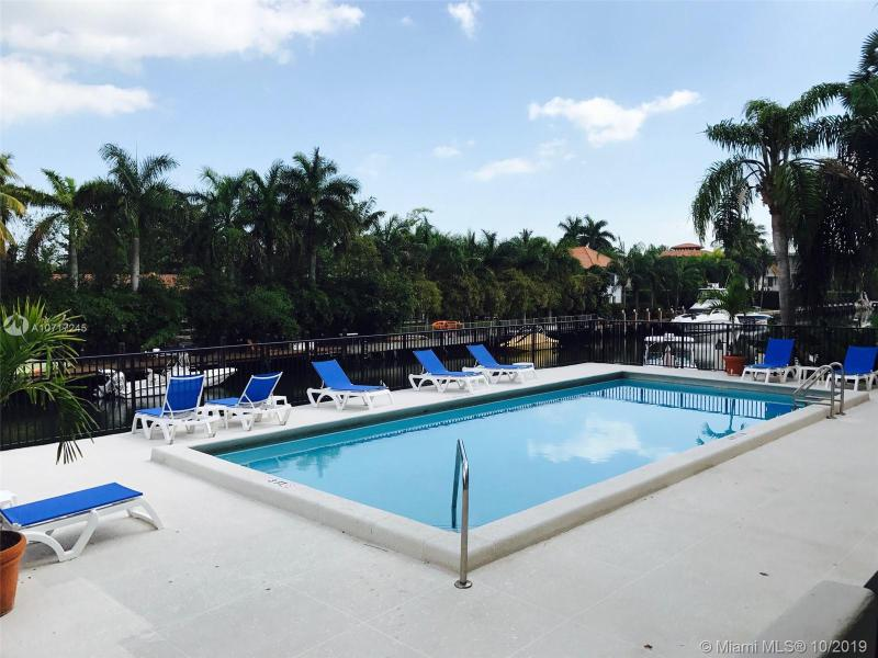 6815 Edgewater Dr 105, Coral Gables, FL, 33133