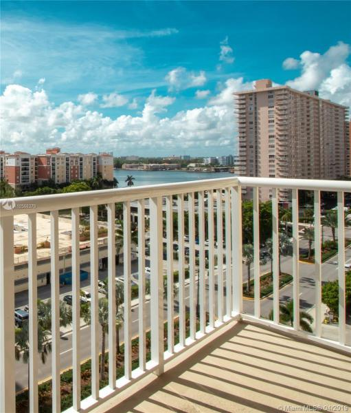 290 174th St, Sunny Isles Beach FL 33160-3255
