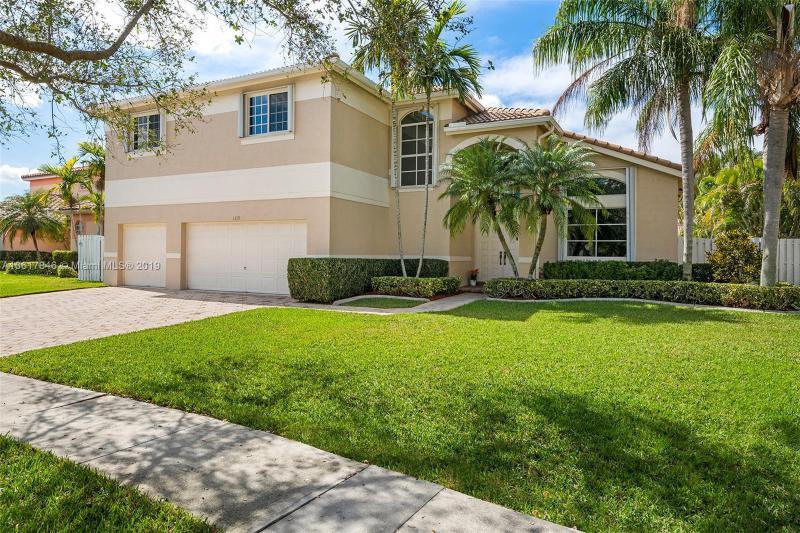 825 NW 132nd Ave , Sunrise, FL 33325-1329