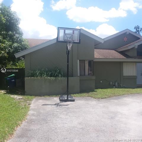 662 NE 204 LN,  Miami, FL