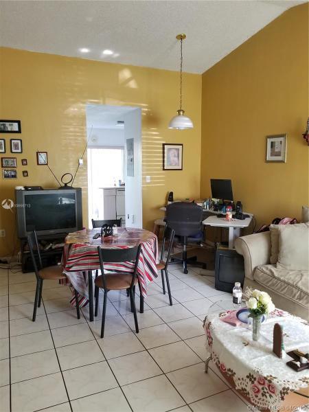 18713 NW 84th Psge 2104, Hialeah, FL, 33015