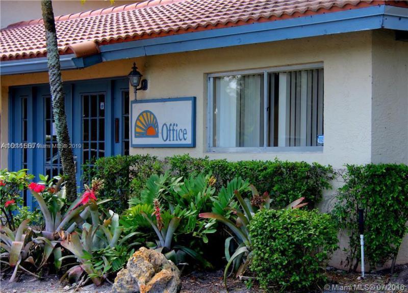 8285  Sunrise Lakes Blvd  Unit 207, Sunrise, FL 33322-1568