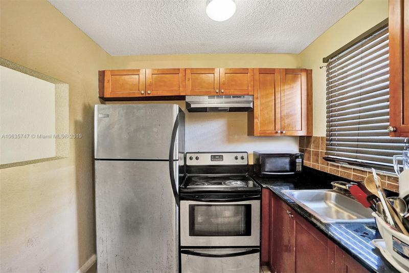 1681 70th Ave, Plantation FL 33313-5266
