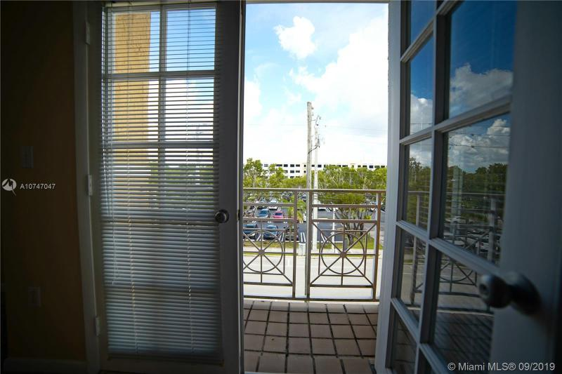 5801 SW 74th Ter 6, South Miami, FL, 33143