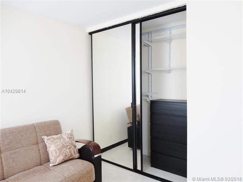 Imagen 13 de Residential Rental Florida>Hallandale>Broward      - Rent:1.970 US Dollar - codigo: A10429814