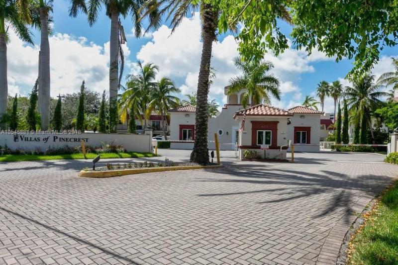 Villas of Pinecrest