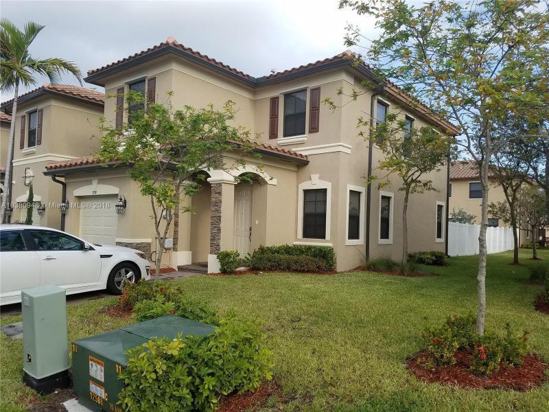 8824 NW 110th Ln , Hialeah Gardens, FL 33018-4557