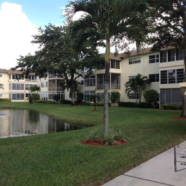 3531 50th Ave, Lauderdale Lakes FL 33319-6562