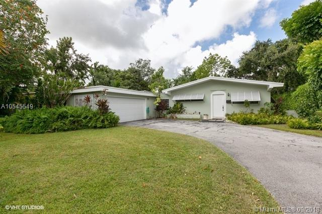 9001 SW 158th St , Palmetto Bay, FL 33157-1945
