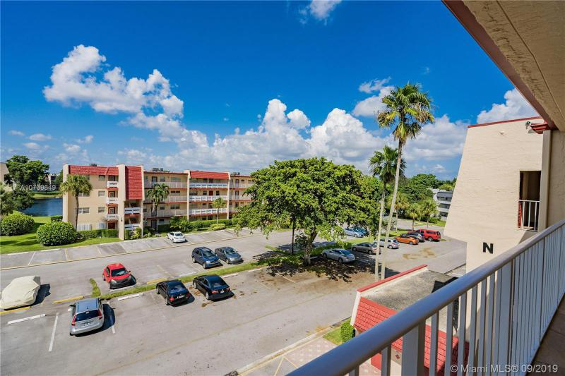 1000 Country Club Dr 406, Margate, FL, 33063