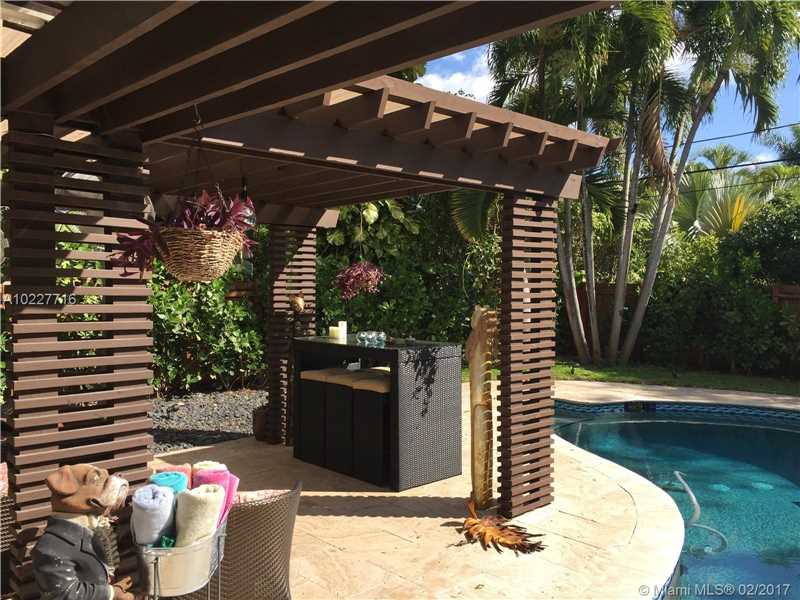 For Sale at  11211 NE 8Th Ct Biscayne Park  FL 33161 - Amd Pl Griffing Biscayne - 3 bedroom 3 bath A10227716_12