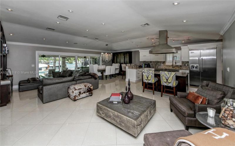 For Sale at  12540 N Bayshore Dr North Miami  FL 33181 - Coronado Harbor - 2 bedroom 2 bath A10253316_2