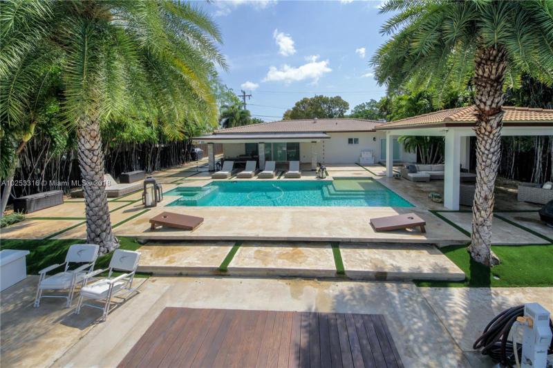 For Sale at  12540 N Bayshore Dr North Miami  FL 33181 - Coronado Harbor - 2 bedroom 2 bath A10253316_4