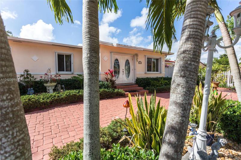 6487 SW 11th St , West Miami, FL 33144-4917