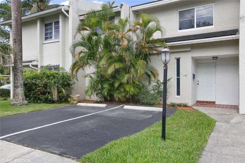 5217 SW 67th Ave , South Miami, FL 33155-5729