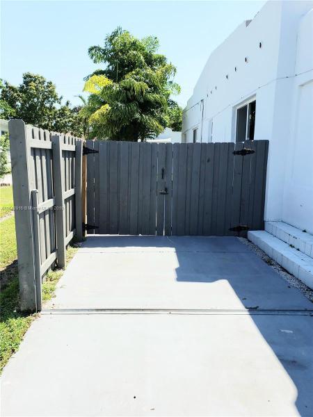 11890 NE 16th Ave , Miami, FL 33161-6924