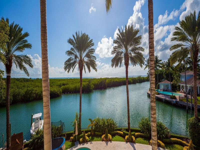 CAPE FLORIDA SUB SEC 3 PB 79-64LOT 13 BLK 8LOT SIZE 32300.00 SQ FTCOC 24015-1490 12 2005 1