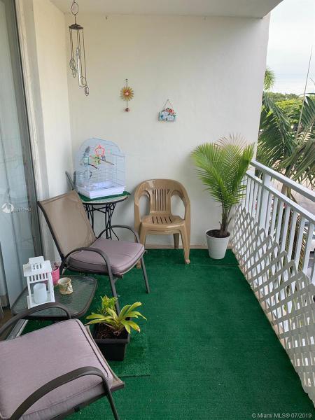6950 Miami Gardens Dr 2-407, Hialeah, FL, 33015
