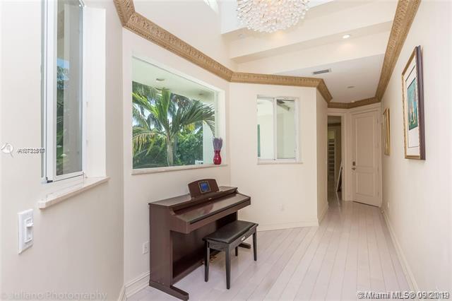 688 Ocean Blvd, Golden Beach, FL, 33160