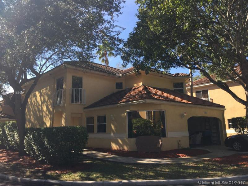 11201 Lakeview Dr , Coral Springs, FL 33071