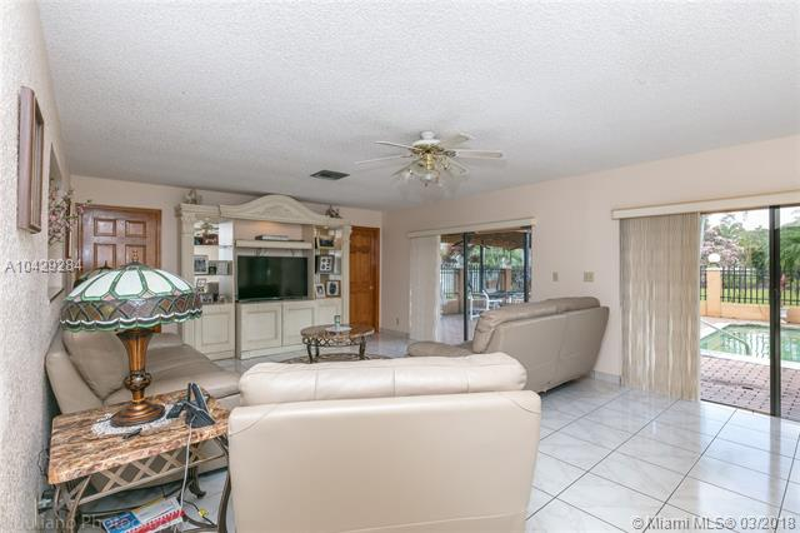 Imagen 9 de Single Family Florida>Davie>Broward      - Sale:795.000 US Dollar - codigo: A10429284