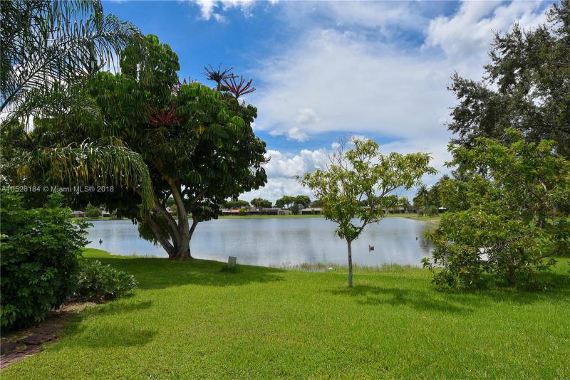 ROYAL SINGAPORE LAKE Country C