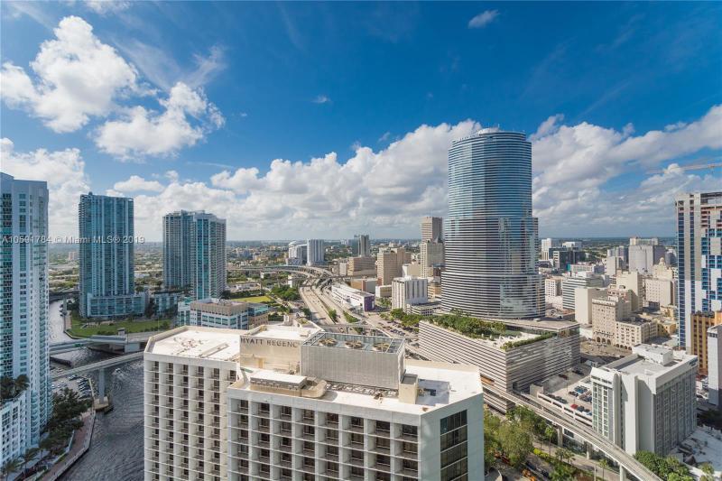 200  BISCAYNE BLVD WY,  Miami, FL
