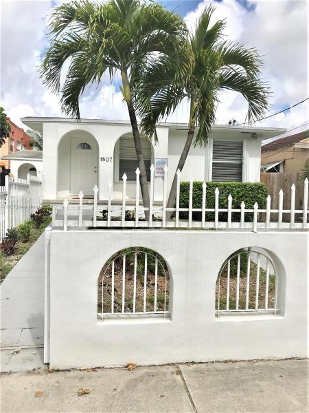 1807 NW 33rd St,  Miami, FL