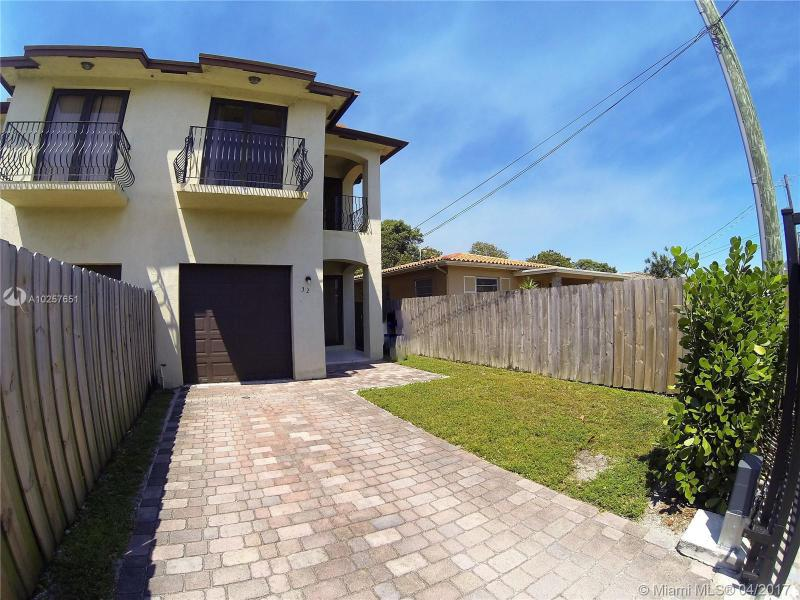 Real Estate For Rent 32 NW 50Th Ave #32  Miami  FL 33126 - Flagler Grove Estates Ext