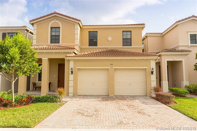 796 NE 191st St,  Miami, FL