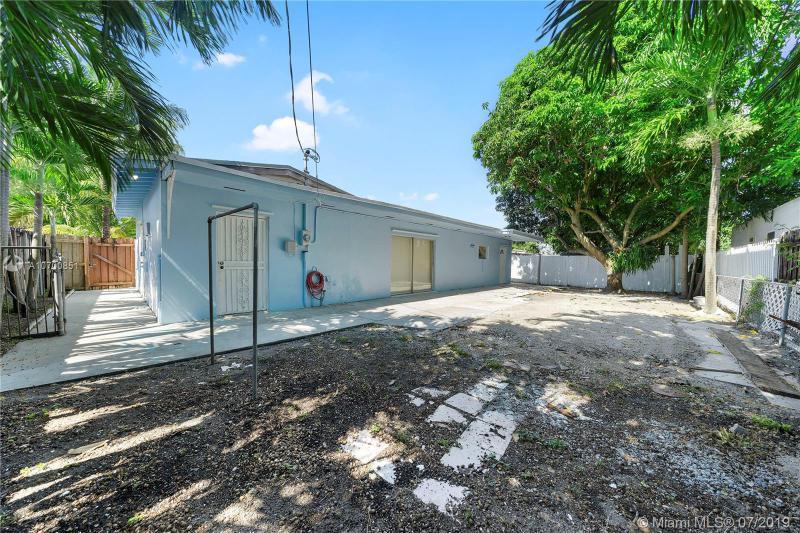 221 W 38th St, Hialeah, FL, 33012