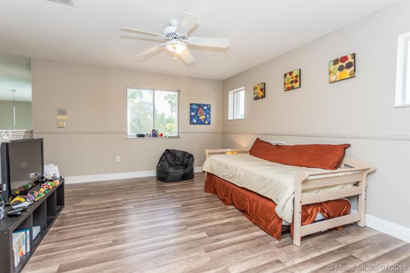 1110 NW 179th Ave, Pembroke Pines, FL, 33029