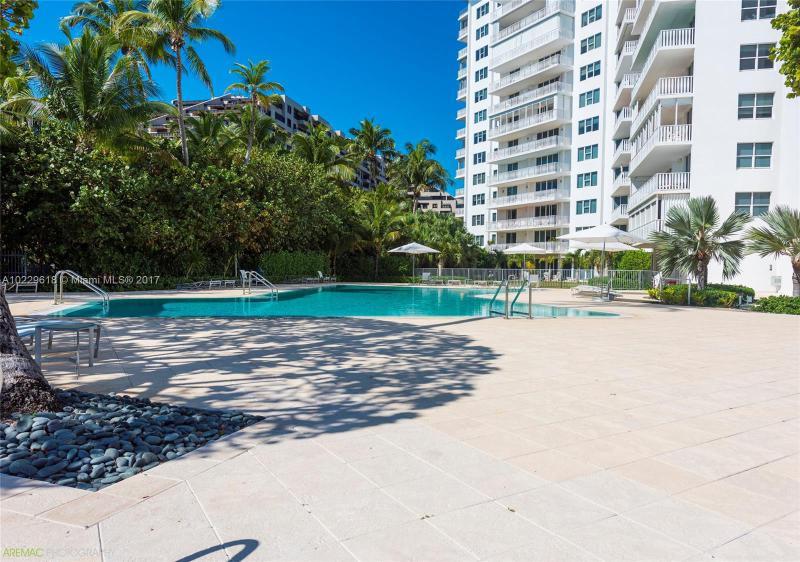 For Sale at  200   Ocean Lane Dr #1007 Key Biscayne  FL 33149 - Island House - 2 bedroom 2 bath A10229618_20