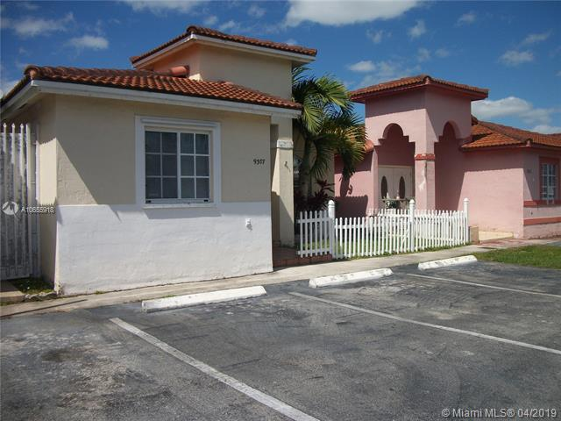 9302 W 33rd Ln , Hialeah Gardens, FL 33018-2068