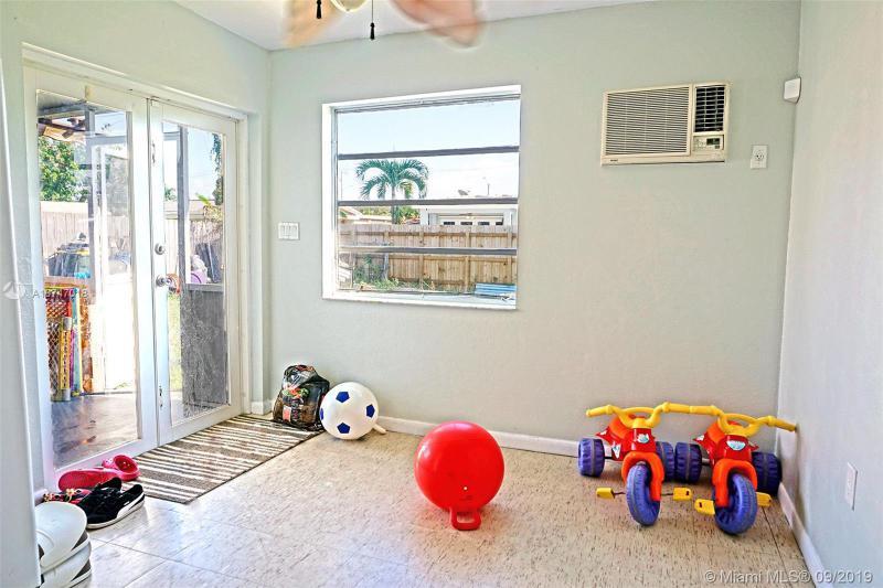 7910 NW 171st St, Hialeah, FL, 33015