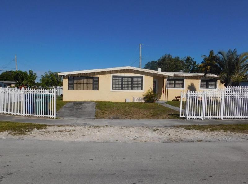 3855 NW 194th St,  Miami Gardens, FL