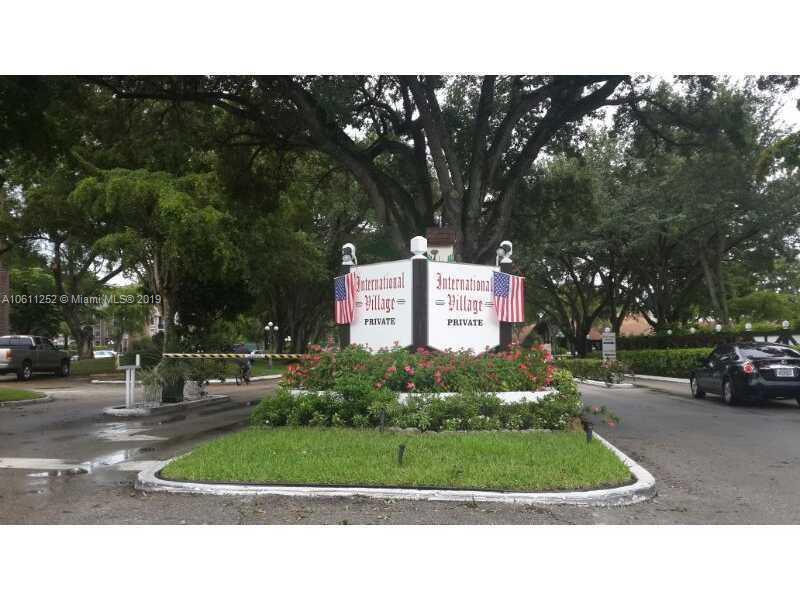 2430  Lincoln St , Hollywood, FL 33020-3927